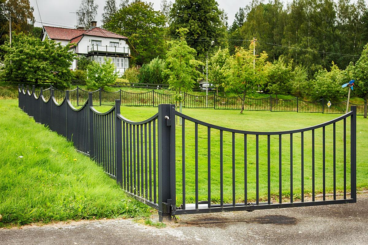 Herrgårdsgrind och -staket